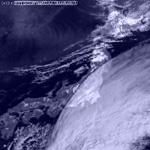 in Japan 2004.10.16 09:00 円弧状境界線 前兆雲 for 10.23-10.24 M6.8,M6.4,M6.2  新潟県中越地方 (元可視衛星画像 出所 高知大学)
