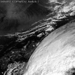 in Japan 2004.10.16 09:00 円弧状境界線 前兆雲 for 10.23-10.24 M6.8,M6.4,M6.2  新潟県中越地方 (可視衛星画像 出所 高知大学)